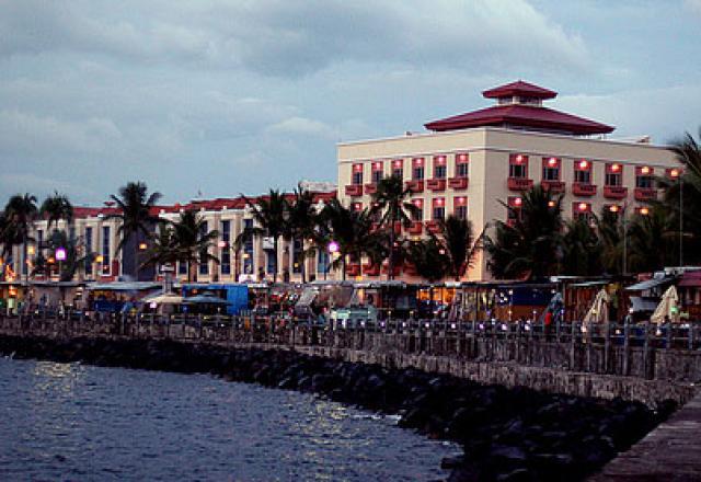 Wisata Kawasan Boulevard Nan Indah dengan Kuliner Khas Manado